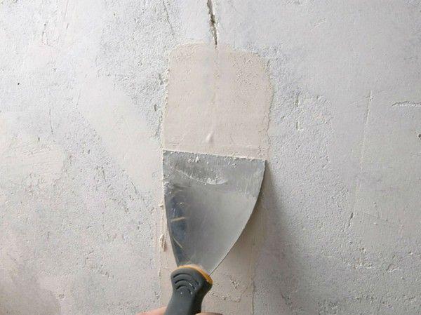 Reparer Les Fissures Sur Les Murs Interieurs Leroy Merlin Leroy Merlin Mur Interieur Fissure Mur