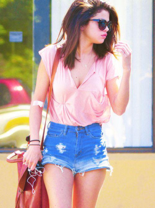 Selena Gomez Street StyleSelena Gomez, Fashion, Summer Outfit, Casual Summer, Selenagomez, Street Style, Cute Outfit, Denim Shorts, High Waist Shorts
