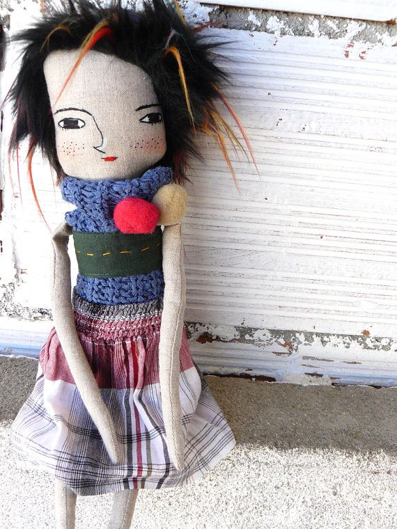 Art doll in cotton and linen. Synthetic fabric hair. 40 cm.