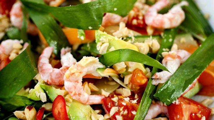 FULL AV SMAK: Lag en spicy salat med ramsløk. Nedenfor finner du flere spennende retter med ramsløk. Foto: METTE MØLLER