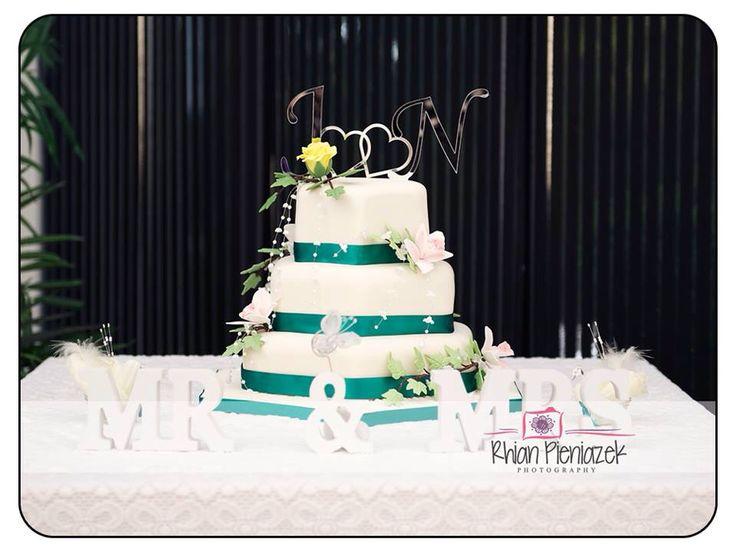 Wedding cake. Rhian Pieniazek Photography.
