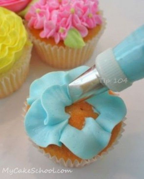 How to make Buttercream Flowers and fondant leaves for your cupcakes