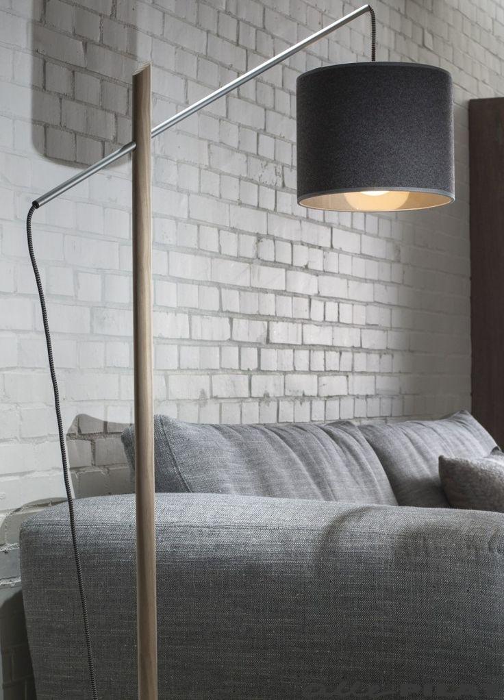 Houten vloerlamp Markus met grijze kap, houten frame en betonnen voet - Woonwinkel Alle Pilat