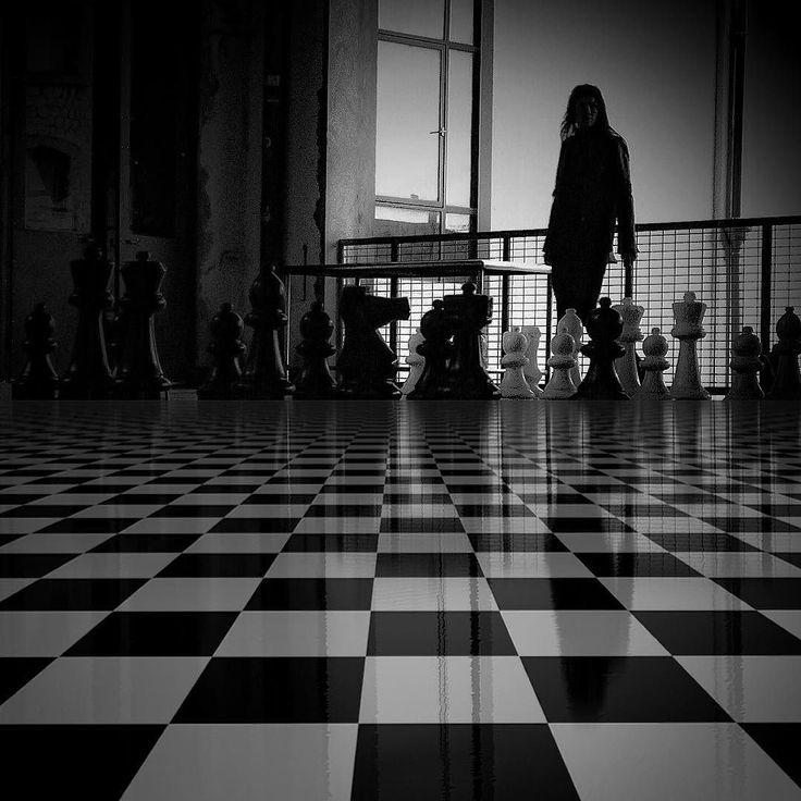 La vie est un jeu d'échec où à la fin le roi et la reine finissent dans la même boîte.... Belle journée. #picturetokeep_bnw #the_lady_bnw #photo_storee_bw #bw_divine #show_us_bw #bnw_rose #match_silhouette #noir_vision #amateurs_bnw  #ig_worldbnw #bnwmood  #_world_in_bw #world_bnw #eranoir #ic_bw #awesomebnw #bw_awards #rsa_bnw #mafia_bwlove #ig_week_bnw #my_daily_bnw #bnw_mycitylife #unopix_bnw #flair_bw #bw_mania #wms_bnw #loves_united_bnw #scandinavia_bw #icu_bw #match_bw by bettina0694