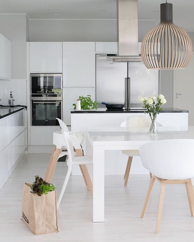 Hyvää huomenta! Blogissa pieniä kauniita arkisia juttuja  #uusipostausblogissa #keittiö #hay #aboutachair #stokkesteps #ikeaurban #sectodesign #kitchen #interior #interior4you #interior4all #scandinavianhome
