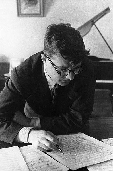 Dmitri Schostakowitsch:  Konzert für Klavier und Orchester Nr. 2 F-Dur op. 102 http://classic-online.ru/ru/production/2615?p=2&production_id=2615