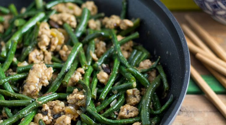 Chinese Long Beans with Ground Pork (豆角炒肉碎) Recipe Main Dishes with ground pork, soy sauce, white pepper, yardlong beans, chopped onion, minced garlic, soya bean, sauce, water, Shaoxing wine, soy sauce, sugar, corn starch
