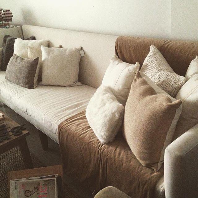 newin sillon alto tapizado tusor crudo madera almohadones