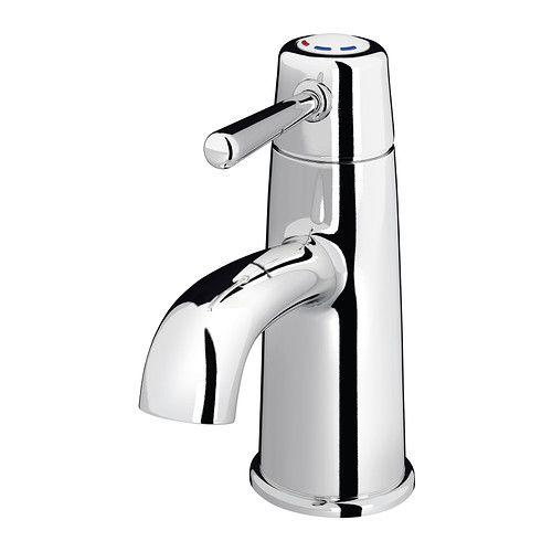 IKEA - GRANSKÄR, Tvättställsblandare m bottenventil, , Hjälper dig att minska onödig varmvattenförbrukning, eftersom det bara kommer kallvatten när spaken står rakt fram. Vill du ha varmvatten för du spaken till vänster sida.10 års garanti. Läs om villkoren i garantibroschyren.Med den vattenbesparande strålsamlaren känns vattenflödet som vanligt, men du förbrukar 50% mindre vatten.Förkromad mässing är en hård och slitstark yta som är lätt att rengöra.