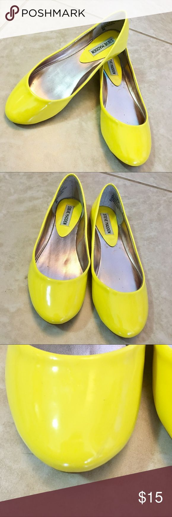 Steve Madden bright citron/neon yellow flats Steve Madden bright citron/neon yellow flats! Small scuff on front shown in photos. Like new and only worn once. Super cute with neon yellow shorts and a blazer! 😎 wider fit, fits like a smaller 6.5 so listed as such, but could fit both 6-6.5 Steve Madden Shoes Flats & Loafers