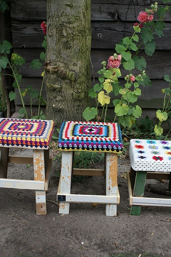 love the little quilts on the stools . Make one for the girls bench seat?