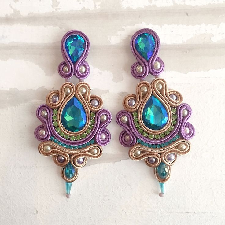 Disponibles . . . . #soutache #soutachechile #chile #santiagodechile #boho #bohemian #etsy #cristales #joyeria #jewelry #handmade #hechoamano #hechoenchile #vintage
