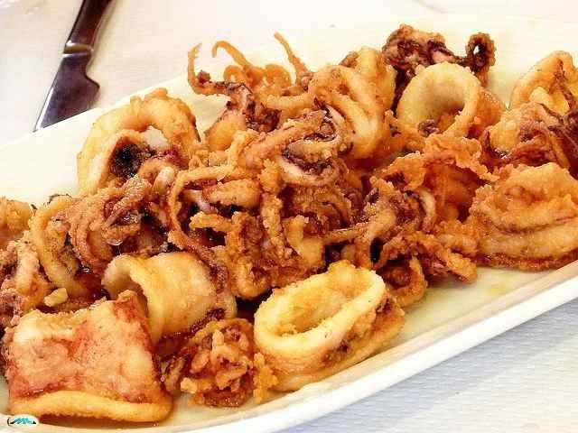 El rebozado es una técnica de cocina que se suele aplicar a diversos alimentos y preparaciones para que conserven un interior jugoso tras la fritura y, a l