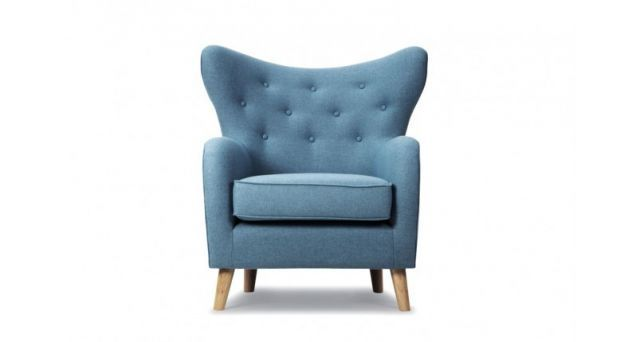 Nils lenestol i klassisk skandinavisk stil. Design:Christian Rudolph Bredde 87cm Dybde 84cm Høyde 95cm Tekstil: Andie grey blue Kvalitet: 70% ull, 30% polyester Martindale: 100000
