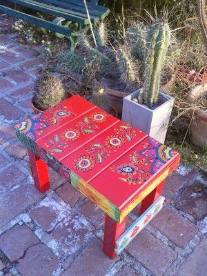 Mueble Mexicano. Banquito con guarda pintada a mano