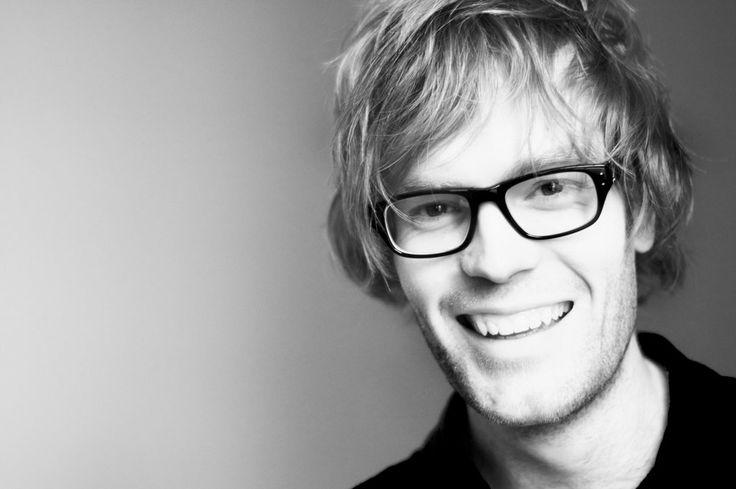 [フリー画像素材] 人物, 男性, 笑顔 / スマイル, 顔, 眼鏡 / メガネ, イギリス人, 外国人男性 ID:201305031500 - GATAG|フリー画像・写真素材集 4.0