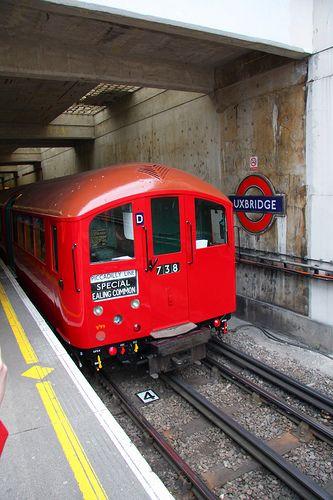 UXBRIDGE TUBE STATION | UXBRIDGE | LONDON | ENGLAND: *London Underground: Metropolitan Line; Piccadilly Line*