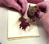 Tarjetas de felicitación de la acuarela utilizando hojas como plantillas - Tarjetas de Otoño