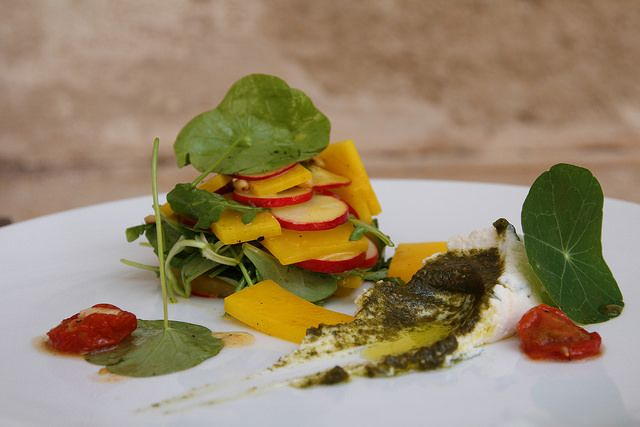 Kedlubna, ředkvička, lichořeřišnice, ořechové pesto podle Radima \\  www.morgal.cz \\\ #salad #kohlrabi    #radish   #nasturtium   #walnut #pesto