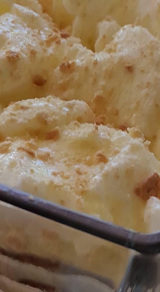 Petro se WOLKEPOEDING  1 pak Marie beskuitjies  Fyn aapelkooskonfyt ...  4 eiers , geskei  750 ml melk  50 ml wit suiker