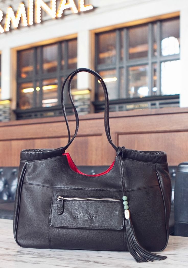 Another beautiful diaper bag! I could still bring this to work! I love it when something has multiple purposes @rachelleleger @lilyjadeco #ljgiveaway