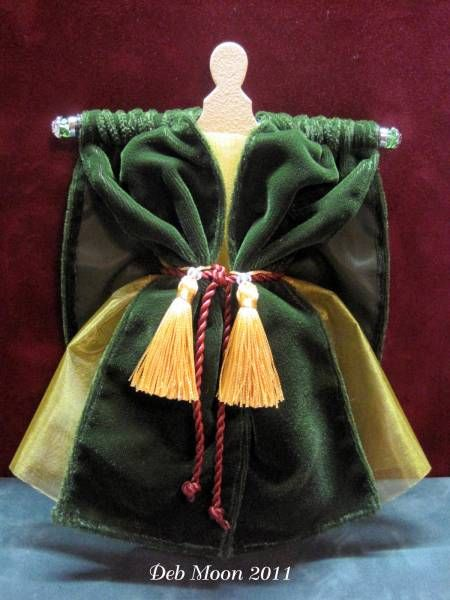 Miss Scarlett - Gone With The Wind -altered dress form by Deb Moon - #DressForm #MayaRoad