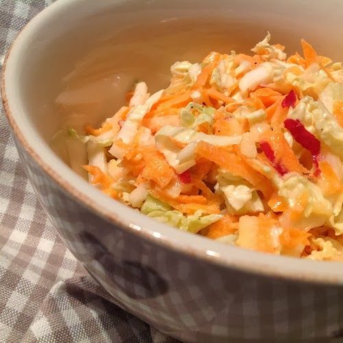 Chinakohl-Möhren-Salat mit Joghurt-Honig-Dressing