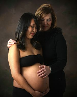 mom and pregnant daughter – Baby shower