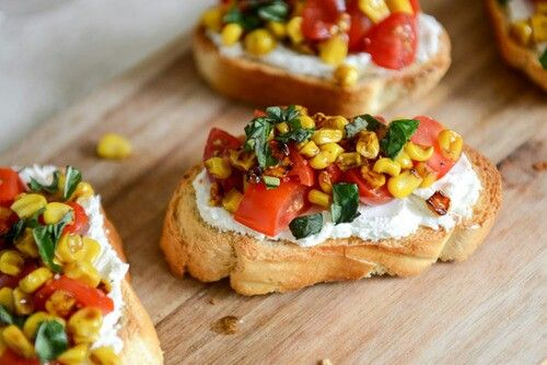 Healthy snacks: Food Recipes, Healthy Snacks, Cream Cheese, Roasted Garlic, Garlic Goat, Healthy Food, Summer Crostini, Goat Cheese, Howsweeteats With