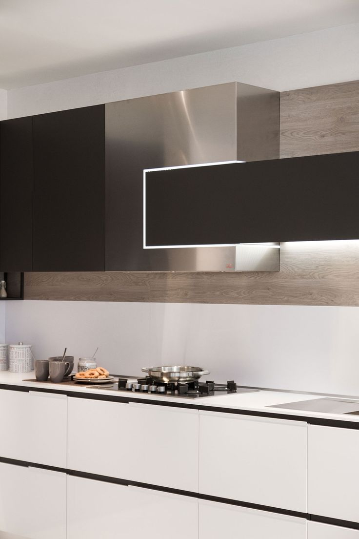 Modern kitchen idea Snaidero Orange Evolution. Built in LED provides lighting solutions in the kitchen. SERVO-DRIVE cabinets open and close with a touch | #SnaideroUSA