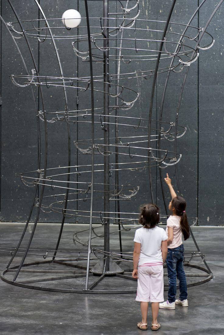 Distance, 2004, vue de l'installation au LiFE, base des sous-marins de Saint-Nazaire, alvéole 14, 2014. Courtesy Johann König, Berlin et 303 gallery, New-York. Photographie Marc Domage