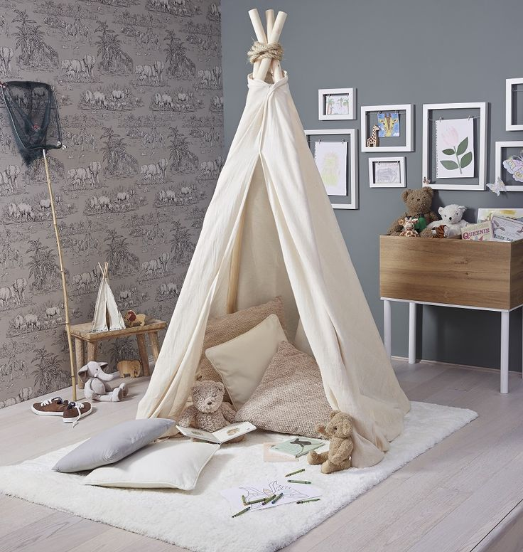best 25 safari kids rooms ideas on pinterest room for baby girl fox baby nurseries and baby. Black Bedroom Furniture Sets. Home Design Ideas