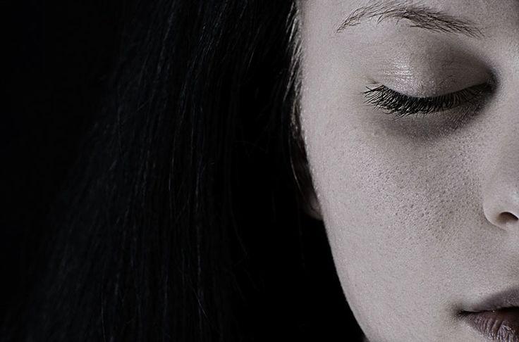 Depresja to choroba cywilizacyjna XXI wieku. Wiele osób zmaga się z tą przypadłością każdego dnia. Jednak często depresja jest ukrywana przez chorych, czasami niektórzy z nich nawet nie zdają sobie sprawy ze swojego stanu.