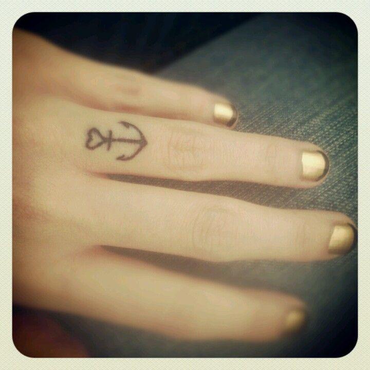 Anchor finger tattoo. <3