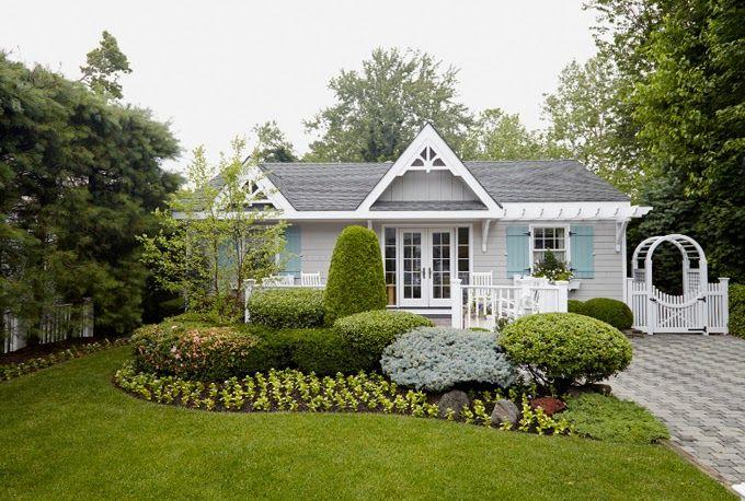 17 best ideas about cottage exterior colors on pinterest for Beach cottage exterior design