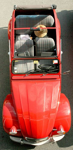 The iconic Citroën Deux Chevaux. Technologically innovative, uncompromisingly utilitarian, deceptively minimalist .. all this AND a sunroof! (1948-90)
