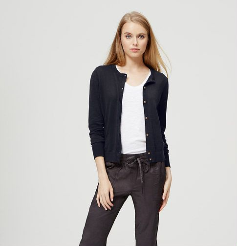 In always soft cotton, a hi-lo hem updates this signature with just enough cool. Crew neck. Long sleeves. Tonal buttons. Side slits. Ribbed neckline, cuffs and hem.