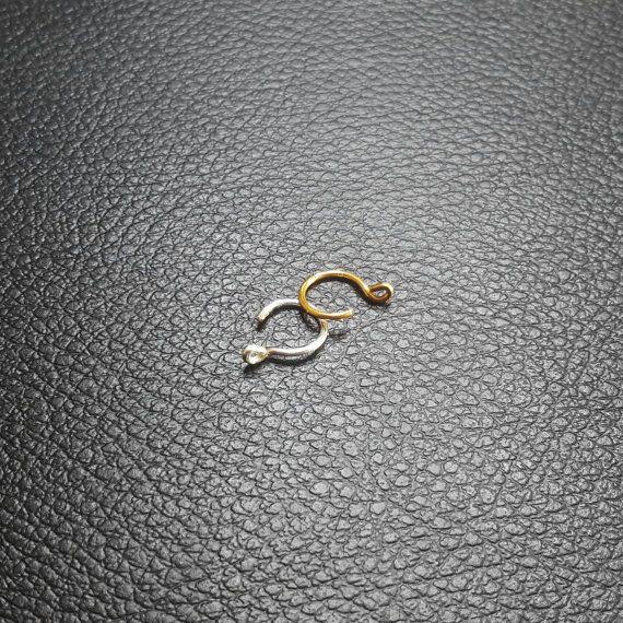 Faux nez anneaux - 2 argent ou d'or petit clip sur les anneaux de nez, aucun perçage poignets confortables