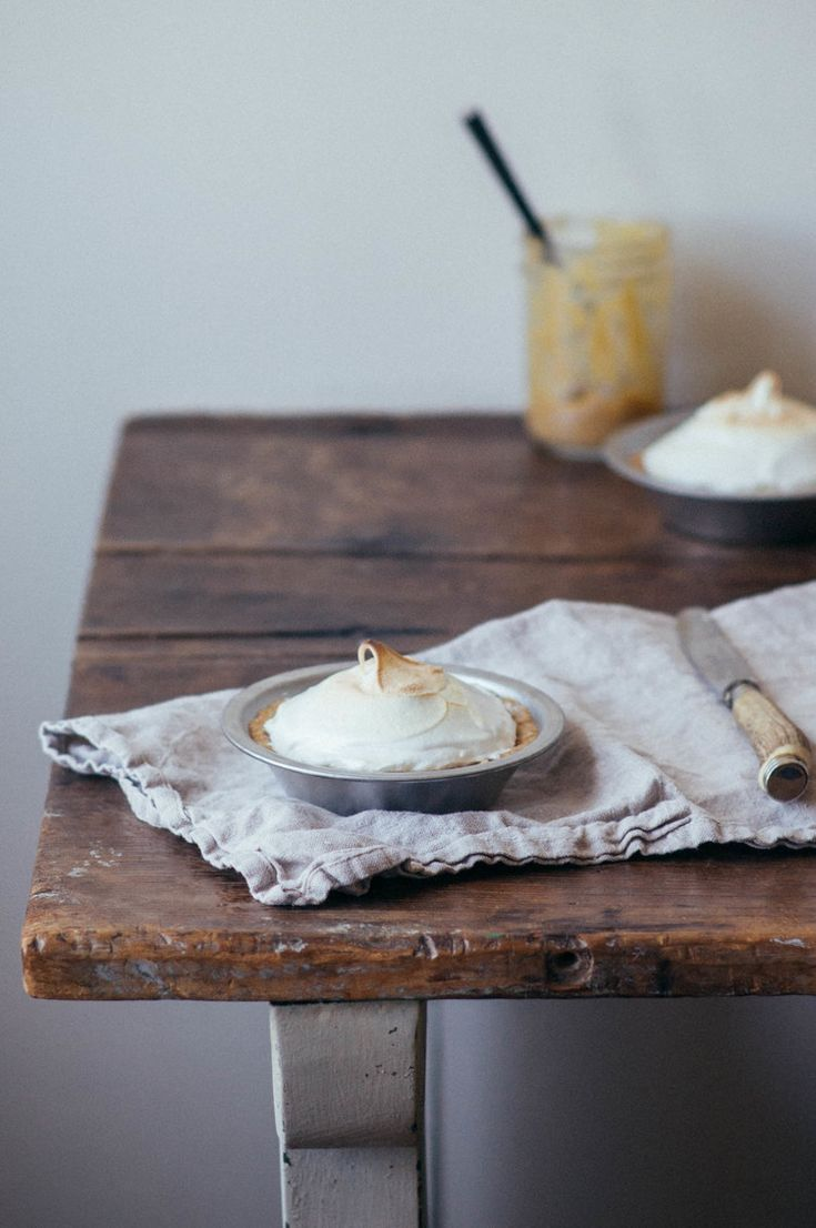 Rhubarb meringue tarts w/ lemon-hazelnut crust // dolly and oatmeal ...