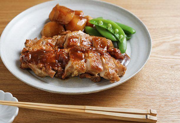 """""""鶏肉の照り焼き""""にフルーツジャムを加えます。残っているジャムを有効活用でき、お弁当おかずにもぴったり!"""