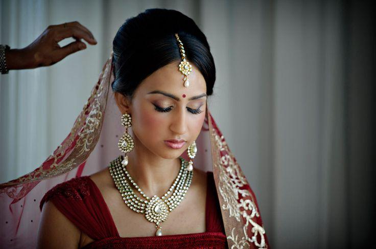 traditional indian bride wearing bridal lehenga and jewellery | Photo: Maloman Studios