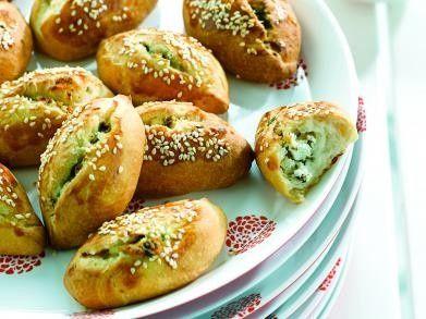 Turkse yoghurtbroodjes met feta recept - Brood - Eten Gerechten - Recepten Vandaag