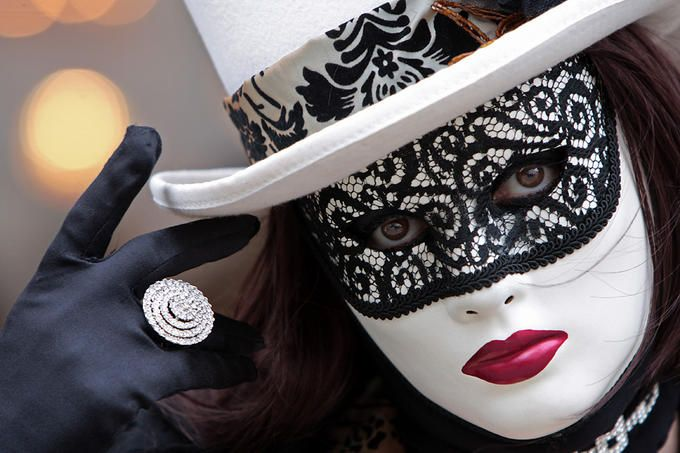 Carnival mask, Venice, Italy. Photo by Mellik Tamas.