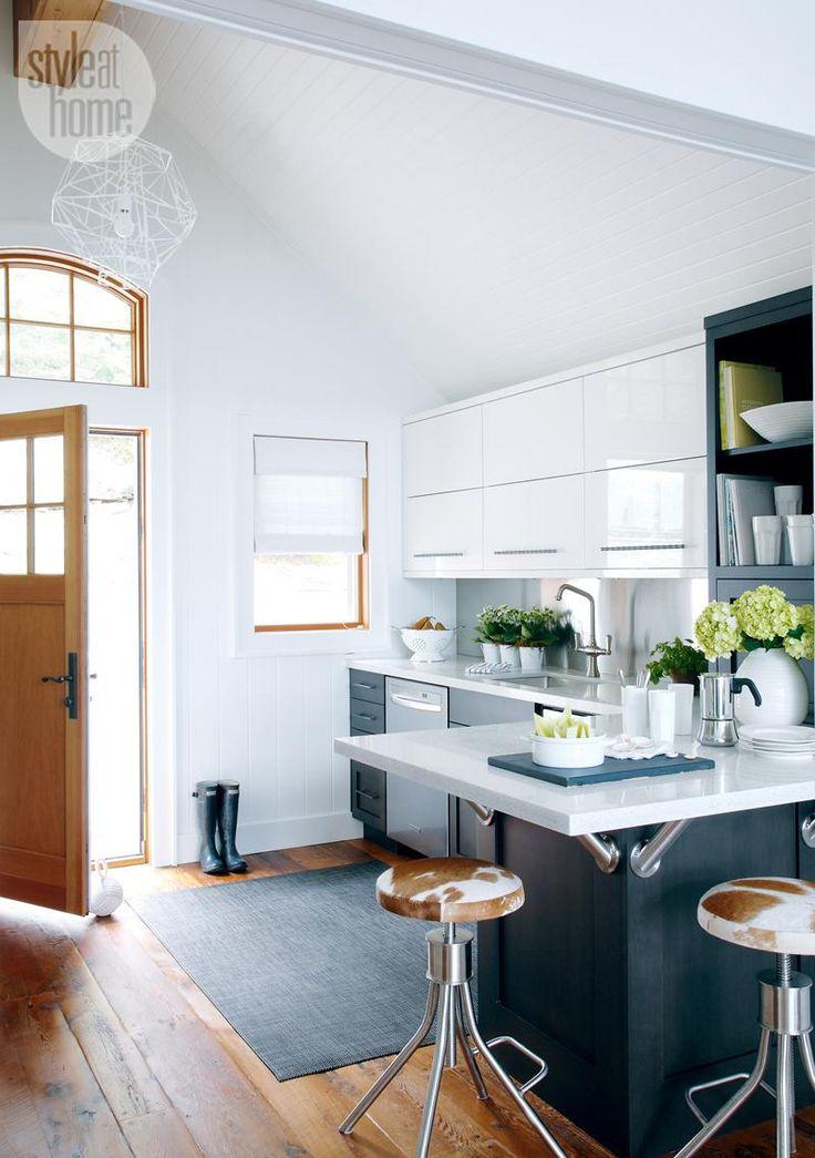 Kitchen design: Boathouse kitchenette {PHOTO: Robin Stubbert}