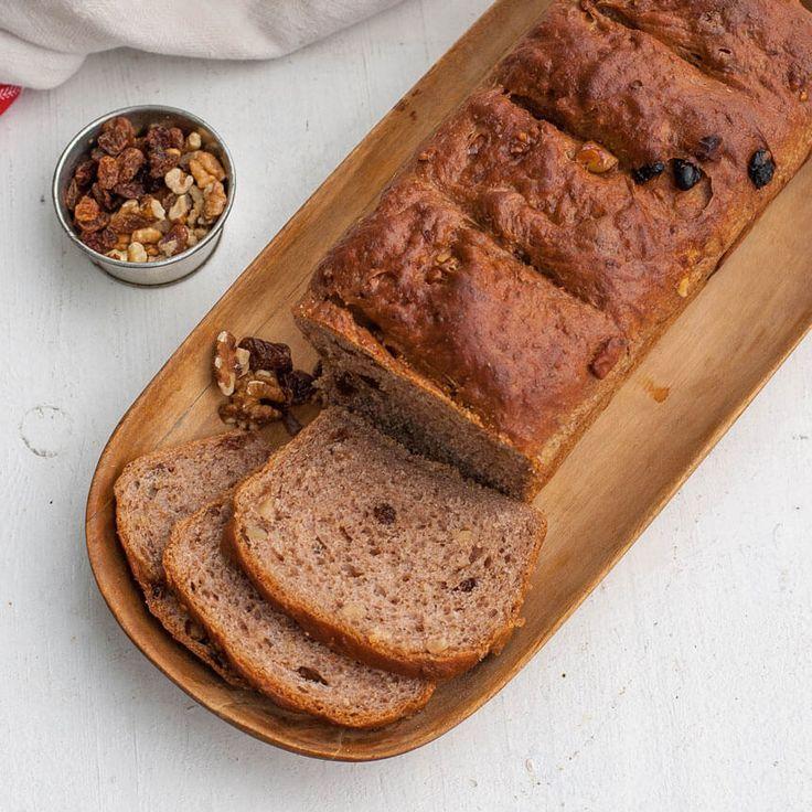Valnötter i all ära, men russinen gör att det här brödet doftar helt makalöst gott!