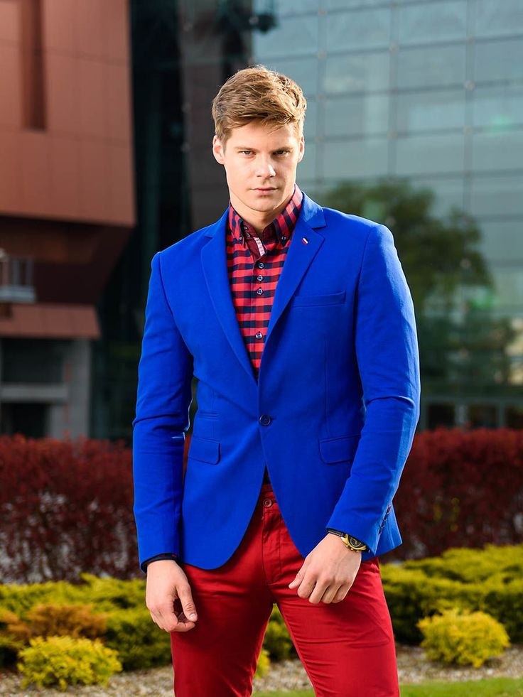 This styling is all about contrasts. The cobalt casual blazer goes well with red chinos. Let's add a fantastic checked shirt. And here you are - a perfect outfit for a stylish man.