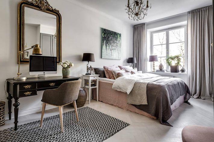 Уютный интерьер спальни в серых тонах с рабочим столом