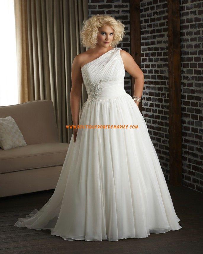 Robe de mariée grande taille mousseline perles col asymétrique