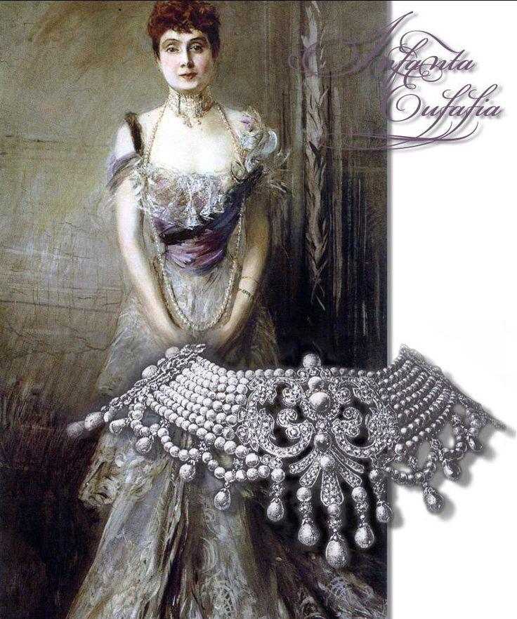 El espléndido collar de perlas y de diamantes de la Infanta Eulalia de España: En 1886, el SAR la princesa española la Infanta Doña Eulalia de España se casó con su primo hermano Antonio de Orleans y de Borbón, duque de Galliera. Este collar fabuloso fue el regalo de sus padrinos y suegros, el duque y la duquesa de Montpensier. La joya contiene 639 brillantes y 334 perlas en ocho filas de la que cuelgan otras 40 perlas de mayor tamaño.
