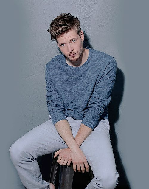 Hunter Parrish // Dave Stanwell. [x]
